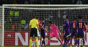 Barca đoạt vé đi tiếp, các bảng đấu thay đổi vị trí