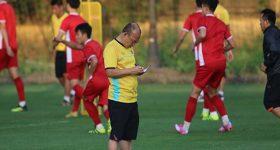 Tin bóng đá Việt ngày 15/11: Công Vinh hiến kế cho HLV Park