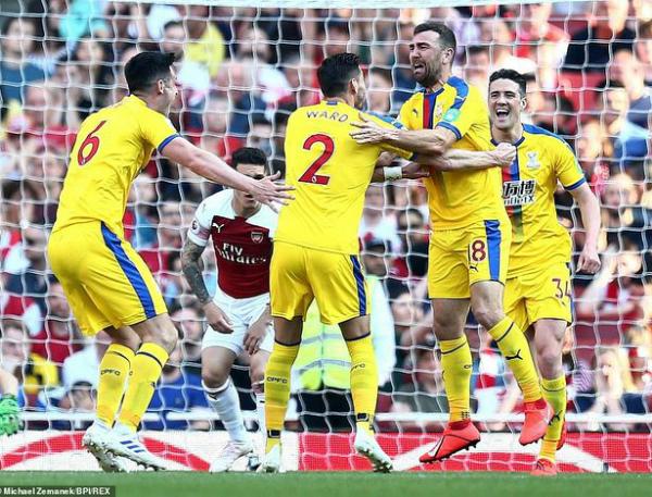 Arsenal bất ngờ để thua Crystal Palace trên sân nhà