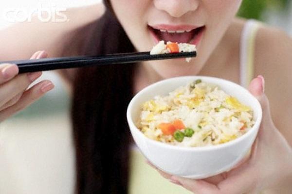 Ý nghĩa giấc mơ thấy ăn cơm