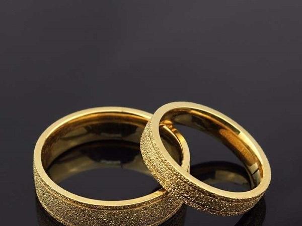 Mơ thấy nhẫn vàng là điềm báo gì, đánh con số nào may mắn?