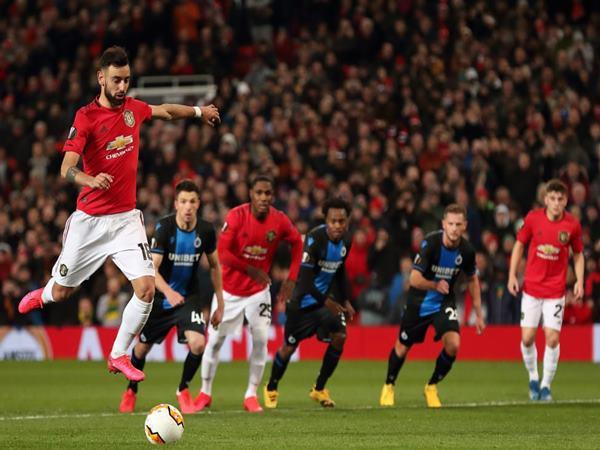 Bóng đá Anh 25-9: Fernandes chia sẻ về quyền sút phạt 11m